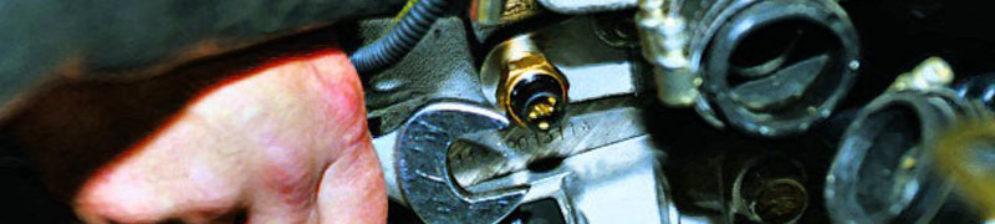 Демонтаж датчика охлаждающей жидкости на ВАЗ-2114