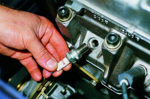Процесс замены свечей зажигания на ВАЗ-2114