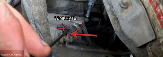 Замыкание контакта стартера отвёрткой на ВАЗ-2114