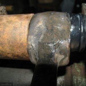 Запрессовка новой ромашки в рычаг переднего рычага ВАЗ-2114