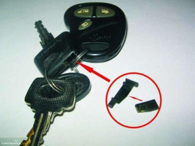 Ключ от замка зажигания с чипом иммобилайзера вблизи