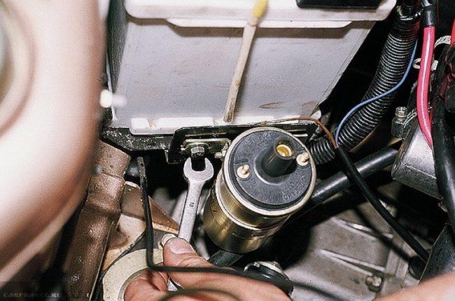 Процесс демонтажа катушки зажигания ВАЗ-2110