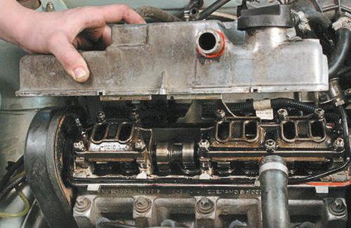 Процесс демонтажа крышки головки блока цилиндров ВАЗ-2114