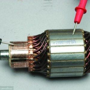 Процесс проверки целостности обмоток якоря ВАЗ-2114 мультиметром