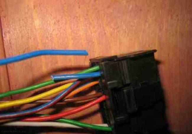 Обрезанные провода иммобилайзера на ВАЗ-2114