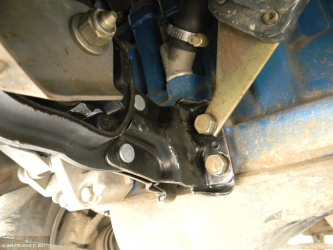 Подушка двигателя ВАЗ-2114 вид снизу