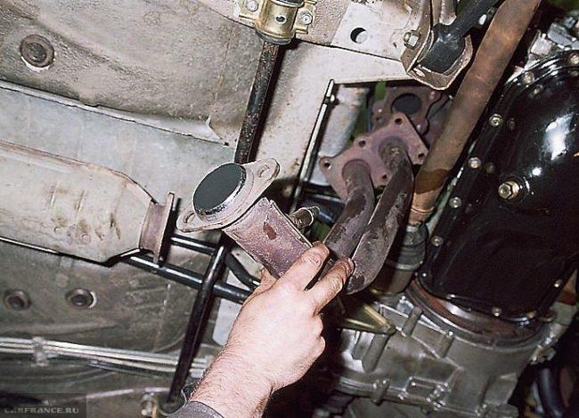 Демонтаж приёмной трубы глушителя ВАЗ-2114