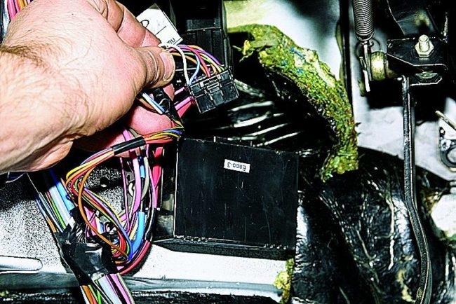 Процесс подсоединения иммобилайзера на ВАЗ-2114