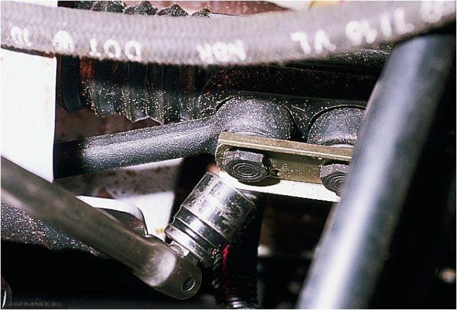 Подтяжка болтов крепления рулевой рейки и рулевых тяг на ВАЗ-2114