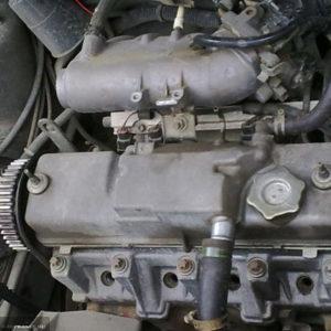 Двигатель ВАЗ-2114 с выкрученными свечами