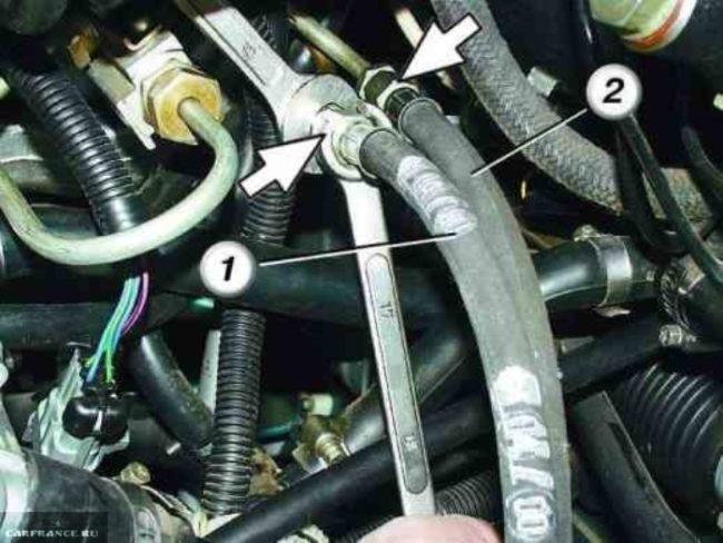 Демонтаж топливных трубок на ВАЗ-2114