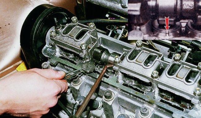 Процесс замены регулировочных шайб клапанов на ВАЗ-2114