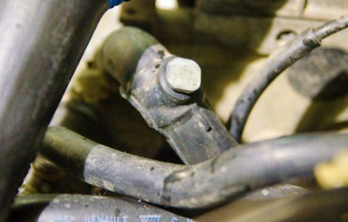 Закрученный штуцер слива охлаждающей жидкости Рено Симбол