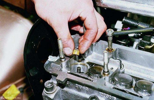 Процесс замены маслосъёмных сальников ВАЗ-2114