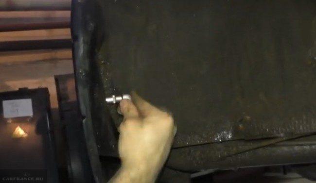 5. demontag kreplenij 650x377 - Установка заднего бампера на ваз 2114