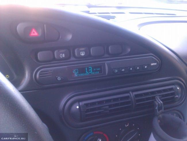 Бортовой компьютер Chevy Matrix-M на панеле приборов Нива Шевроле