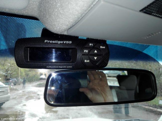 Бортовой компьютер Prestige V55-01 на стекле Нива Шевроле