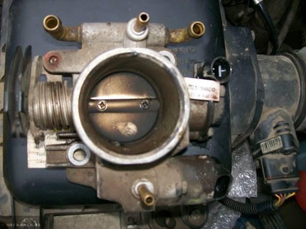 Дроссельная заслонка на ВАЗ-2121 грязная