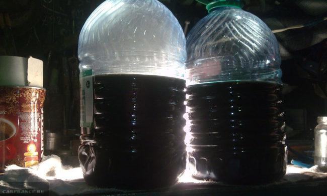Смешанное масло и солярка в 5 литровой бутылке