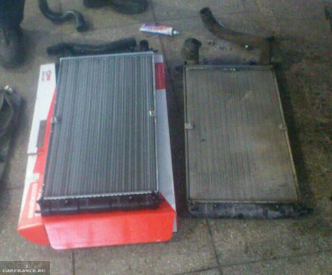 Новый и старый радиатор охлаждения на Шевроле Нива