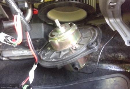 Осмотр мотора печки на Шевроле Нива