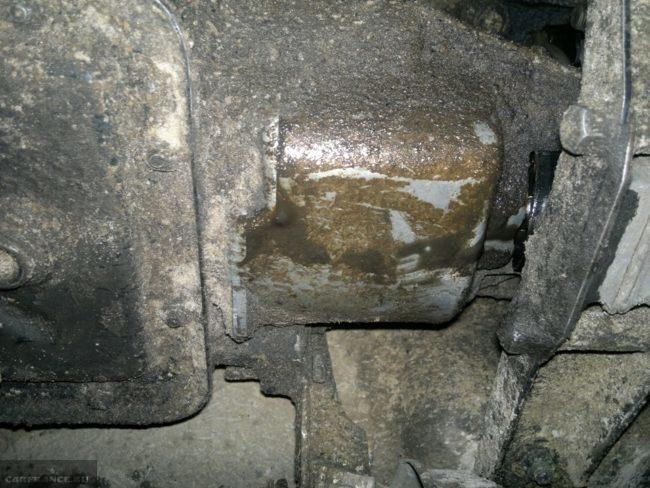 Выдавило масло с КПП на Шевроле Нива