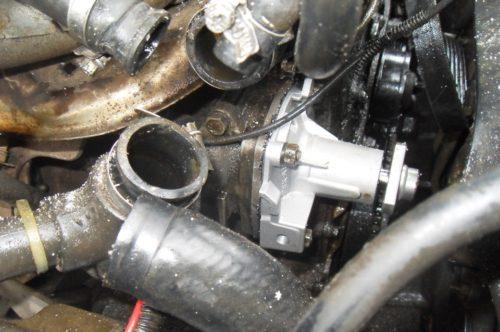Новая помпа установлена на двигатель Нива Шевроле