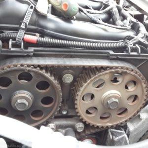 Двигатель без защитного кожуха ремня ГРМ Лада Приора