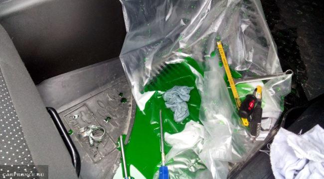 В процессе замены радиатора отопителя на Шевроле Нива