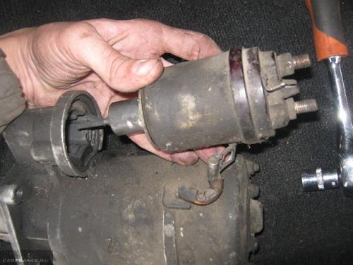 Демонтаж втягивающего реле ВАЗ-2114