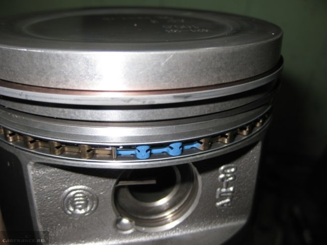 Поверка установки замка на сепараторе поршневого кольца