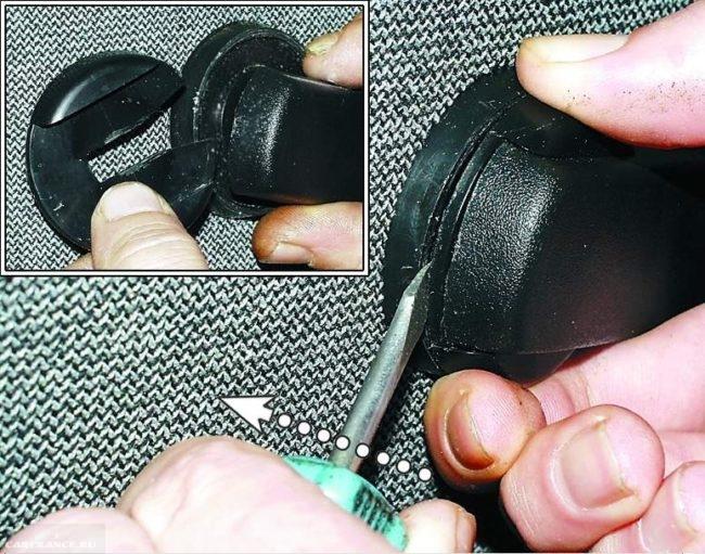 Вынимаем шайбу с ручки стеклоподъемника ВАЗ 2114
