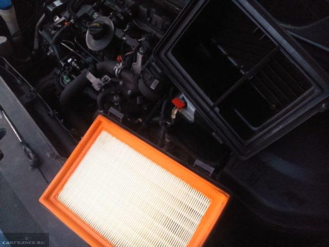 Воздушный фильтр на Пежо 307 и его демонтаж