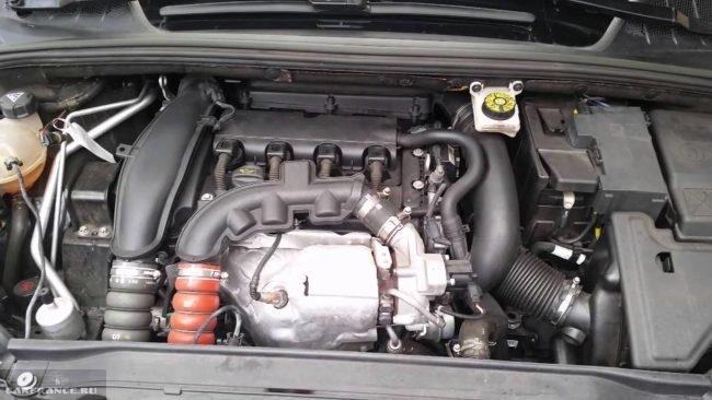 Мотор EP6 DT в кабриолете Пежо 308