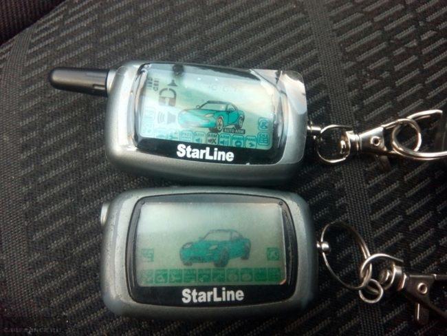 Два брелока сигнализации Starline на кресле