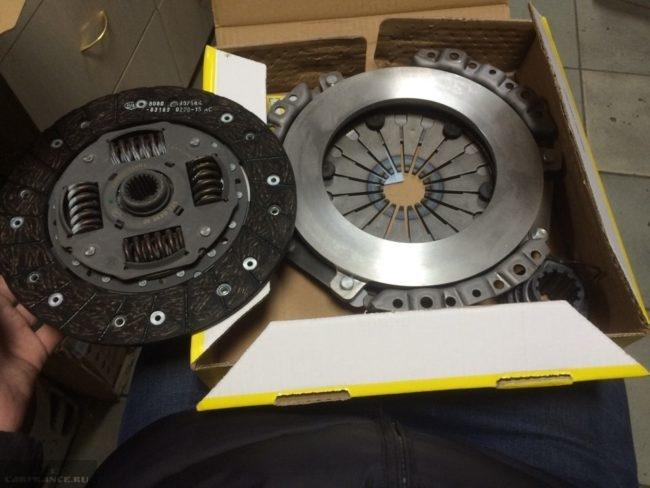 Старый Valeo и новый Luk диски сцепления на Шевроле Нива