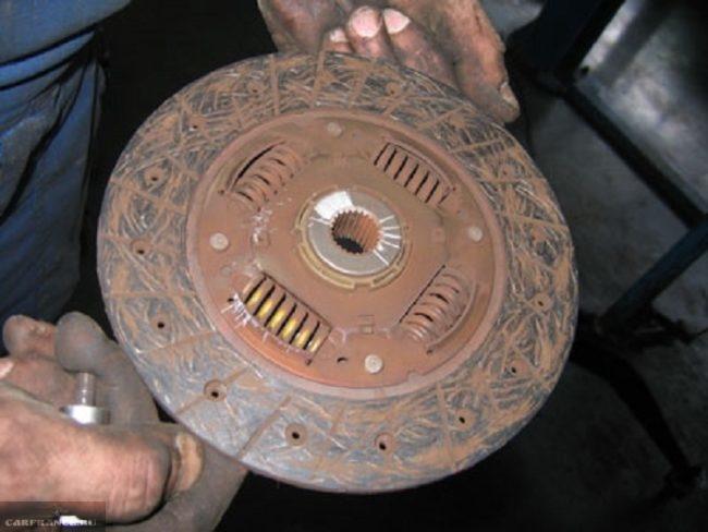 Изношенный диск сцепления Нива Шевроле