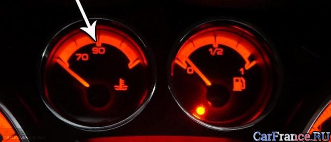 Температура не прогретого двигателя на панели приборов Пежо 308