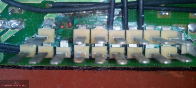 Окисленная колодка монтажного блока на ВАЗ-2114