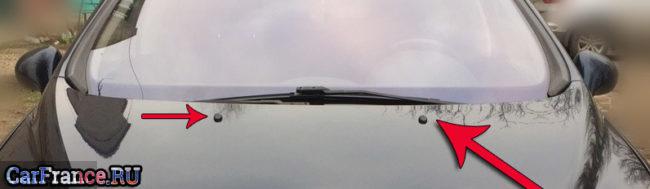 Передние форсунки омывателя лобового стекла на Пежо 308