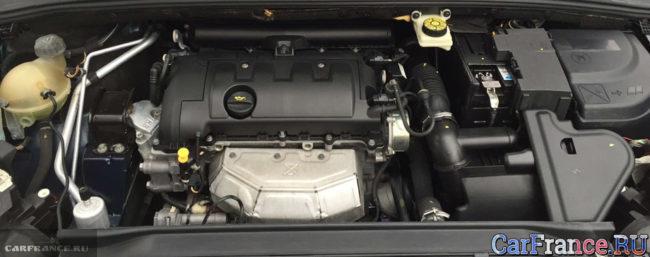 Осмотр двигателя и его элементов на Пежо 308