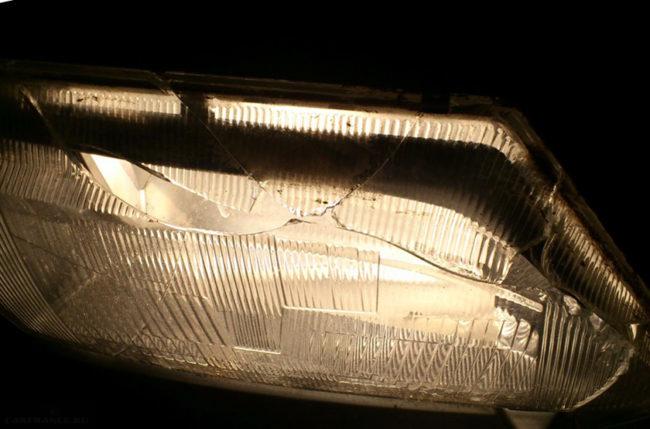 Испорченное стекло фары ВАЗ-2114