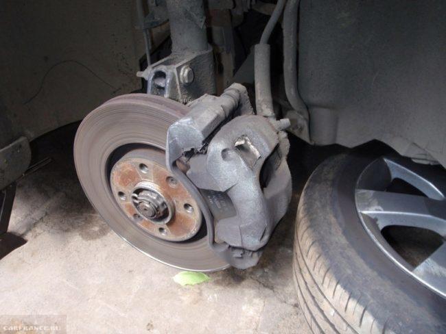 Пежо 308 без правого переднего колеса