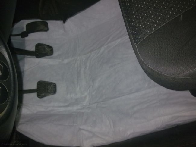 Удаляем запах тосола из под водительского коврика на Шевроле Нива