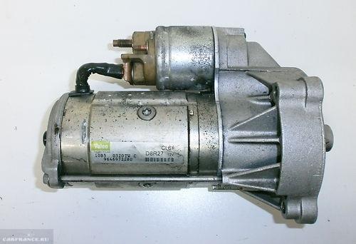 Стартер двигателя на Пежо вид вблизи