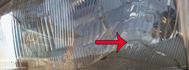 Треснутое стекло на фаре из-за камушка на ВАЗ-2114