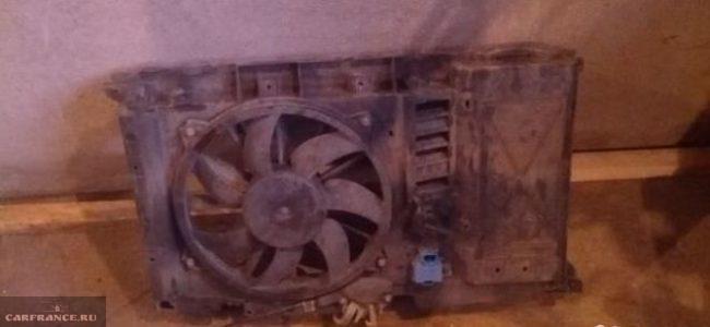 Демонтированный вентилятор охлаждения двигателя Пежо 308
