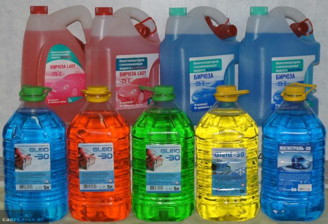 Незамерзающая очистительна жидкость для стекла и фар в бутылках