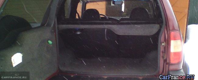 Задние сидения вид со стороны багажника