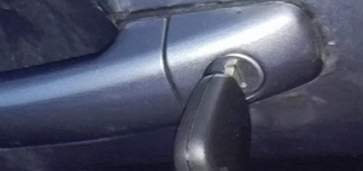 Закрытие водительской двери ключом на Пежо 308